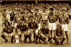 hi-res-1292240-jun-1998-the-mexico-team-line-up-before-the-world-cup_crop_north